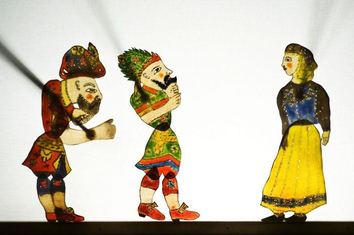 """Fikret Çeşmel i - Skuggteater """"Karagöz på äventyr"""", 2010. Folkteatern Gävleborg."""